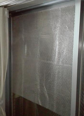 100円均一ショップで買った窓用断熱シートを貼ってみたよ